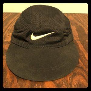 Nike swoosh low brim sport hat / cap